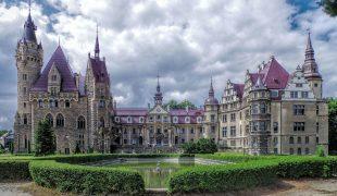 Czy warto zwiedzić zamek w Mosznej?