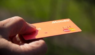 Co zrobić, gdy zgubimy kartę bankomatową za granicą?