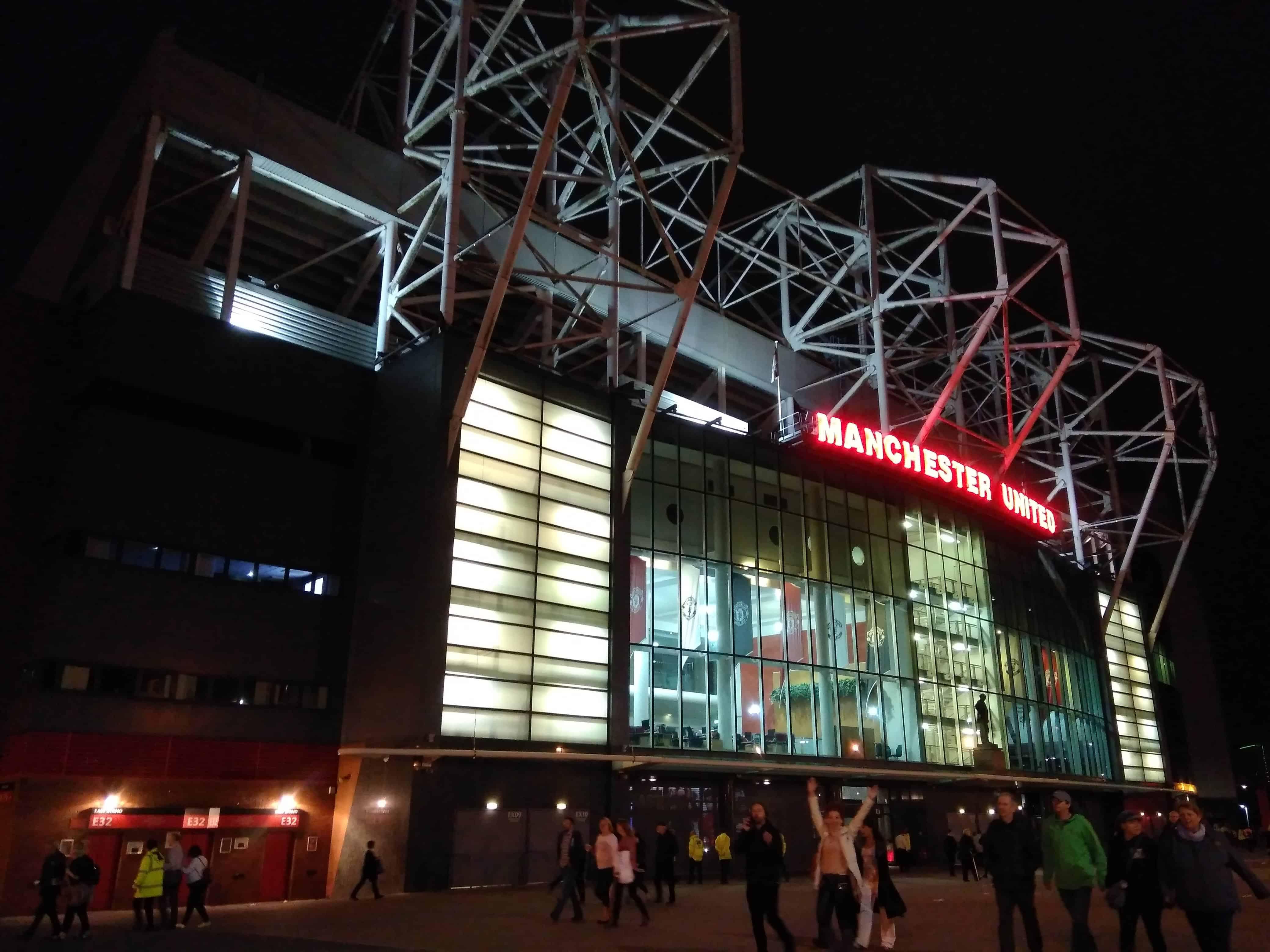 Old Trafford nocą