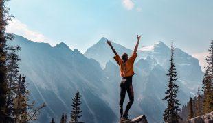 Jak ubrać się w góry wiosną i latem? Propozycje dla kobiet